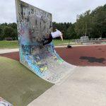 CK auf Skateboard